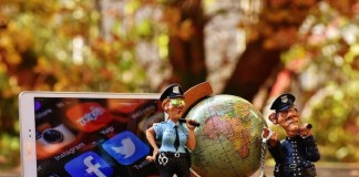 Business-posting-social-media